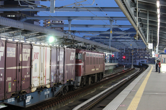 111023千早駅カモレ (10)のコピー