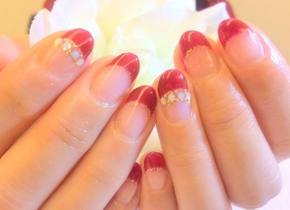 冬ジェルネイル フレンチ レッド 赤 ストーン ビジュー アンティーク ラメ ゴールド 大人可愛い デザインネイル オススメ