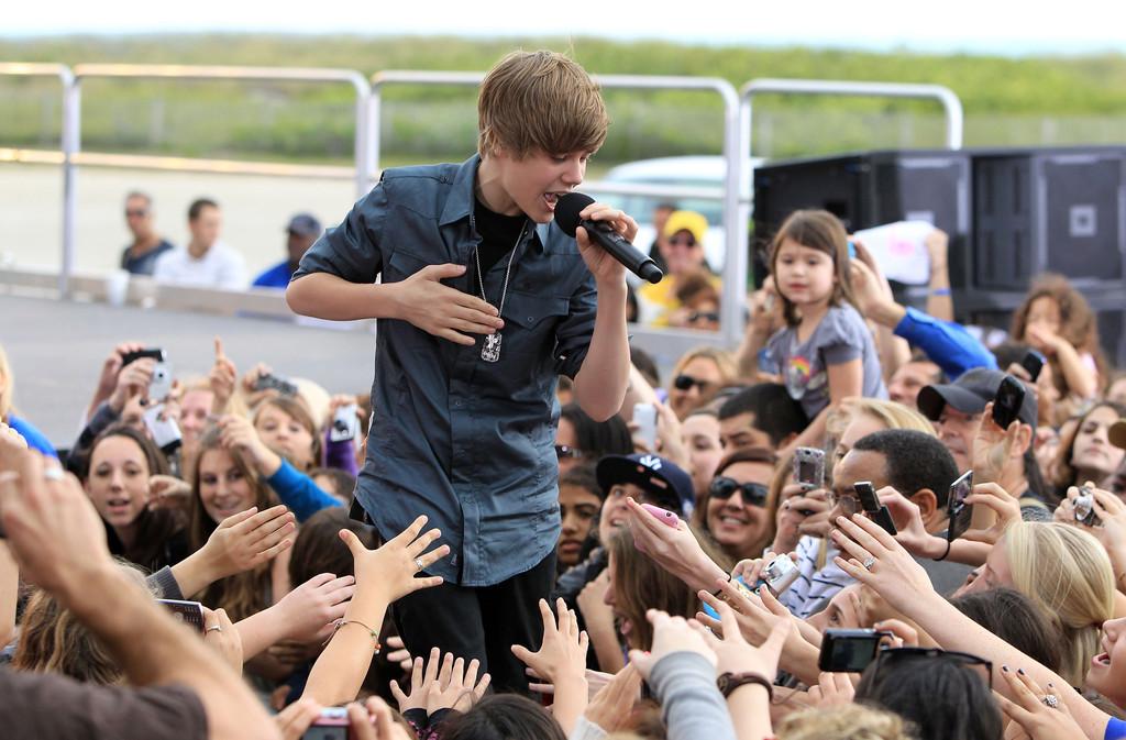 Justin+Bieber+Justin+Bieber+Performs+Live+mz90MwbpW1Dx.jpg
