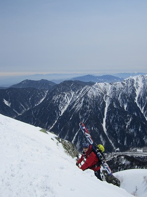 独標の雪壁を登攀するメッツさん。