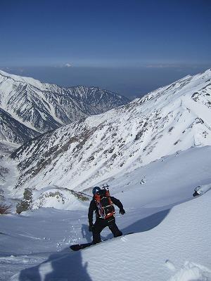 針ノ木岳山頂からヤマクボ沢へドロップ。
