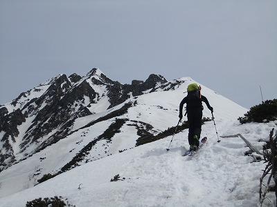 西穂高岳独標へ向けてハイクするメッツさん。