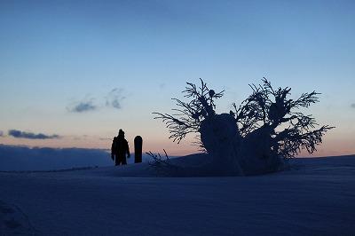 尻別岳山頂で夜明け。