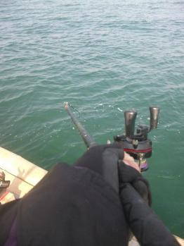 海中に突き刺さる竿2