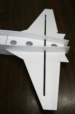 主翼の補強