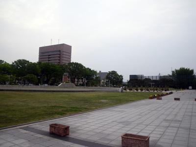県庁庁舎前広場