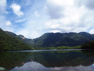 湯の湖から温泉ヶ岳金精峠
