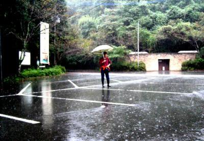 秋雨の清水路 279