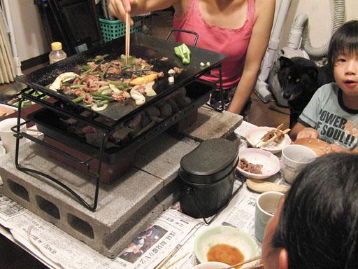 ダッチオーブンスタンドで焼肉