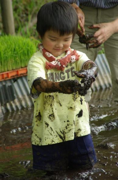 泥んこ少年