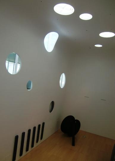 横須賀美術館の内部