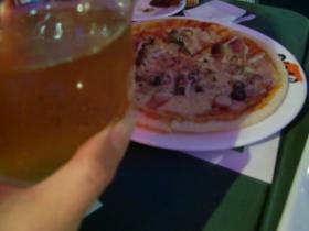 6月23日ビールにピザ