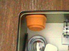 卵穴あけグッズを缶に収納230