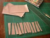 折り紙を切る166