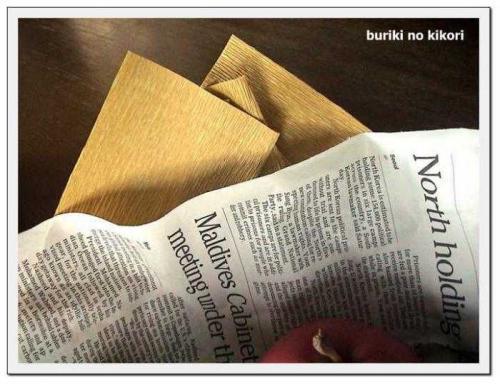 クレープペーパーと英字新聞フレーム500