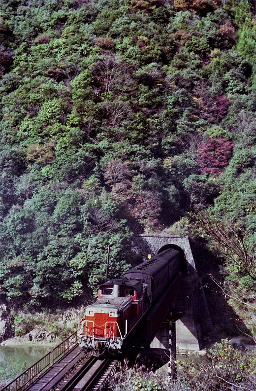 19821103福知山線・武田尾004-00-1