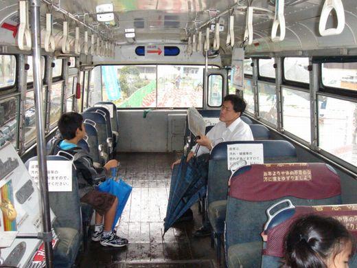 5458779バス車内