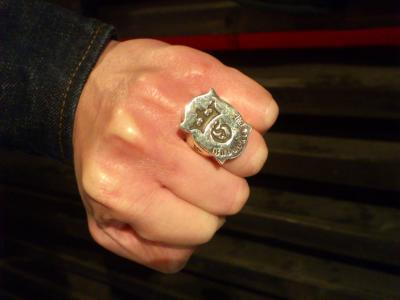 Shield_G_and_Crown_ring-007.jpg