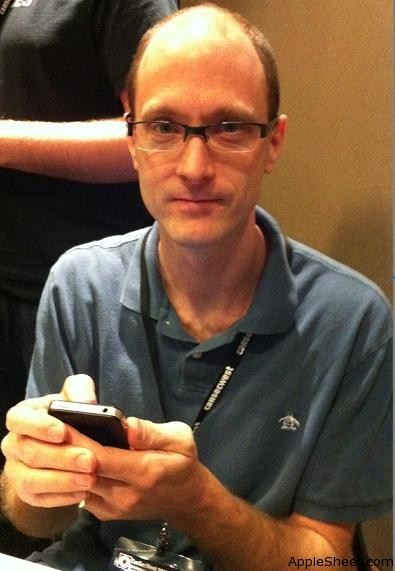 Charlie_Miller_hack_iPhone_4_at_Pwn2Own_Contest.jpg