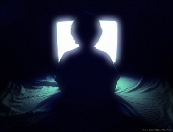child-watching-television-silhouette1.jpg