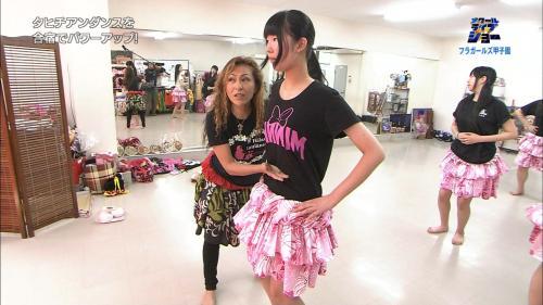 スクールライブショーに登場した女子高校生フラガール