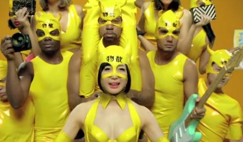 ヤフオクCMでマスク女を演じるでんぱ組.incの夢眠ねむ
