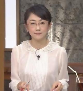 唐橋ユミの大胆な服装