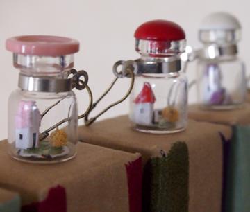 赤いボタンやピンクボトルたち360x