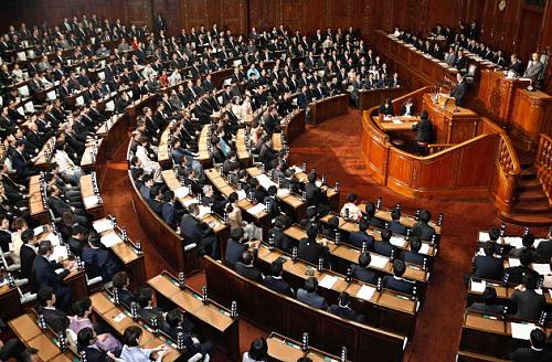 安倍首相の所信表明演説が行われた衆院本会議(28日