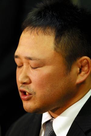 柔道全日本女子の園田隆二監督(39)が31日、東京都文京区の講道館で記者会見し、一連の問題について事実関係を認めた上で謝罪し、引責辞任