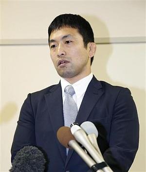 辞任が決まり、記者会見する全日本柔道連盟の徳野和彦コーチ5日