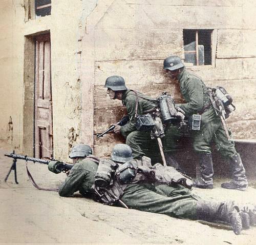 Strassenkampf MG34 koloriert