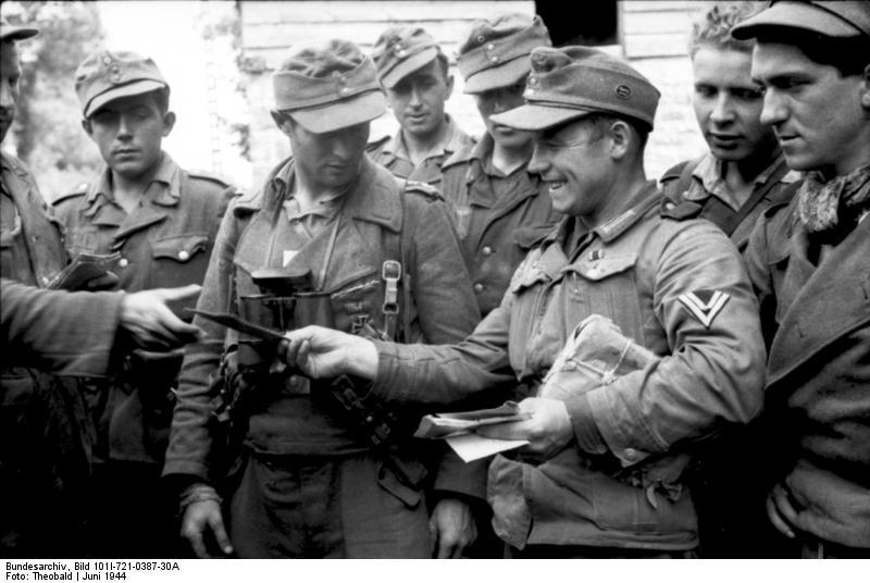 Bundesarchiv_Bild_101I-721-0387-30A,_Frankreich,_Verteilung_von_Feldpost
