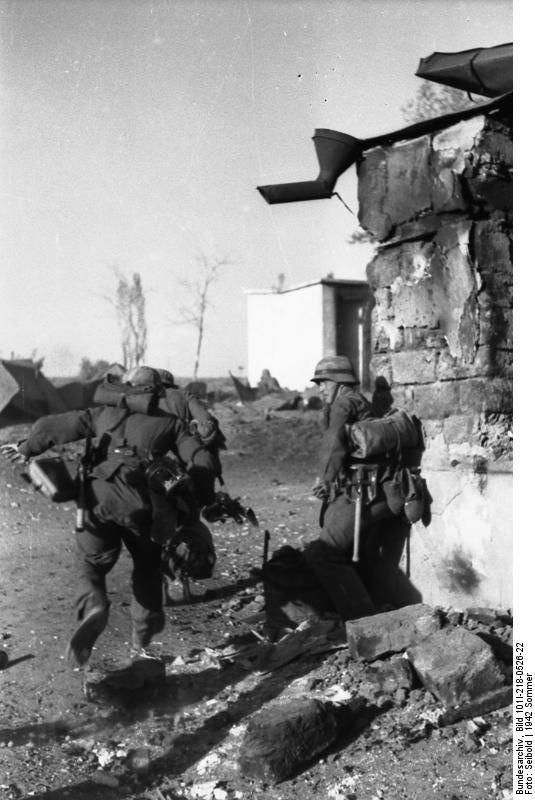Bundesarchiv_Bild_101I-218-0526-22,_Russland-S#252;d_(Don-Stalingrad),_Infanteristen