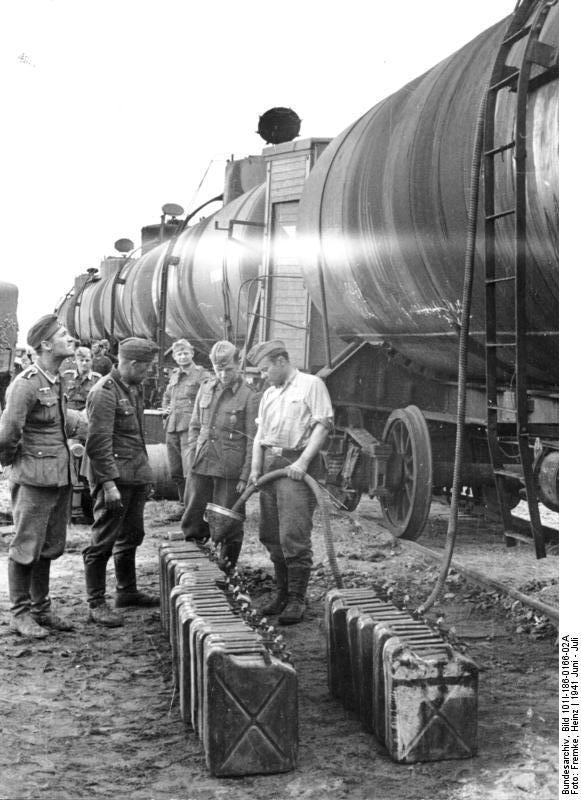 Bundesarchiv_Bild_101I-186-0166-02A,_Russland,_Treibstoff-Nachschub