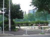 ル・ボル前 公園