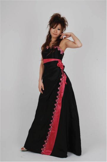 バックリボン付きブラック&チェリーピンクドレス