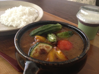Aug10_素揚げ夏野菜のせチキンカレー