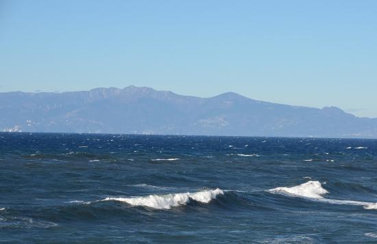 東伊豆町のシンボル 天城山(万三郎岳...)右が遠笠山