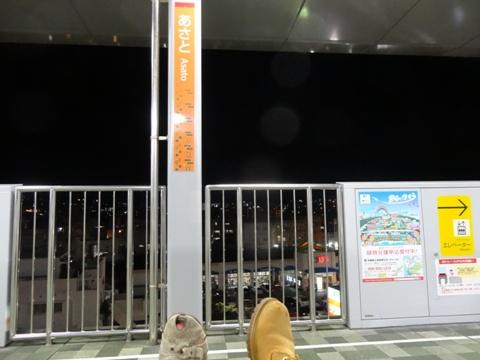 安里駅ホームにて(2013.08.08)