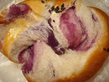 紫芋あんパン断面