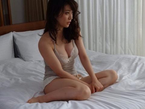 大島優子ちゃんのお乳がパンパンに膨らんでるww