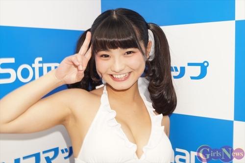 【グラビア】子役からたわわに育った童顔巨乳の美少女に…片岡沙耶(20)が処女作のDVD「Milky Glamour」をPR