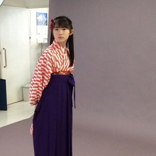 【画像あり】ミスiD2014グランプリの蒼波純ちゃん(12歳・小6)が袴姿で卒業写真を撮ってもらう