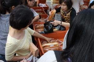 プリズンパンを買う人達(2)