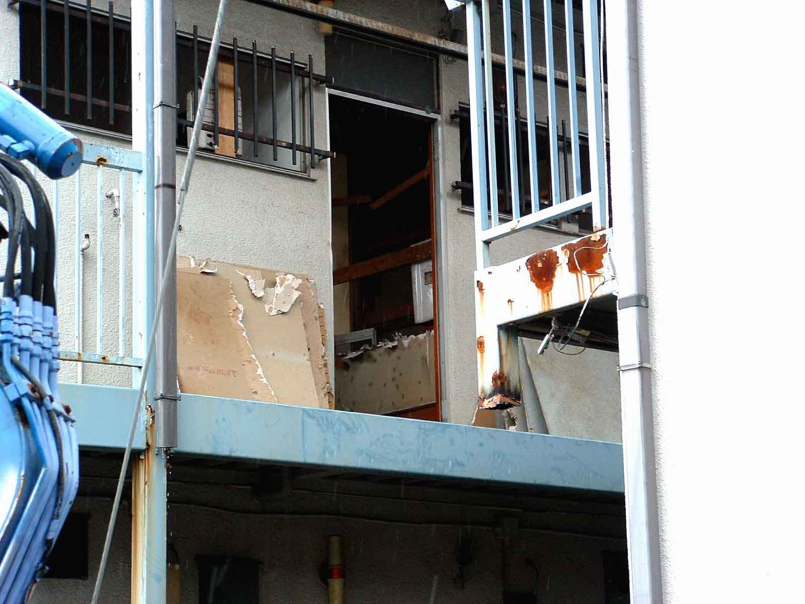 部屋仕切り壁解体2