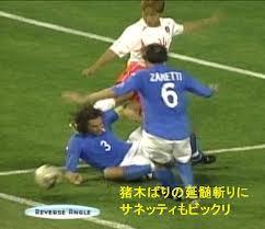 韓国選手頭に蹴り1