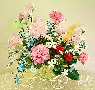 母の日・小鳥の舞うカーネーションの花籠・三輪車・ピンク