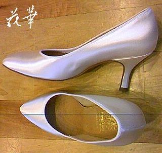 新しいモダン・ダンスシューズと履きつぶしたシューズ(社交ダンスシューズ・Supa)