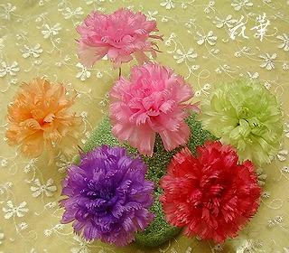 母の日のプレゼント・ハンドメイドのカーネーションと淡水パールのコサージュ(布花・染め花)
